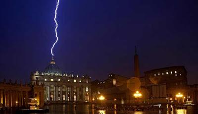 lightning-strikes-vatican